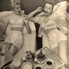 31-Retro shapewear - the fifties fashion revival